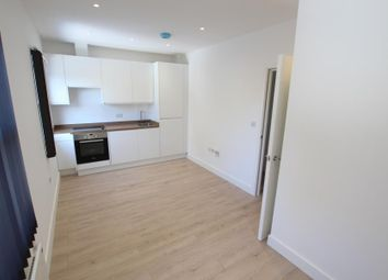 1 bed flat to rent in High Street, Woking GU21