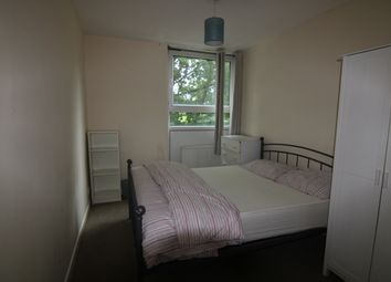 2 bed flat to rent in Ethelburga Street, Battersea SW11