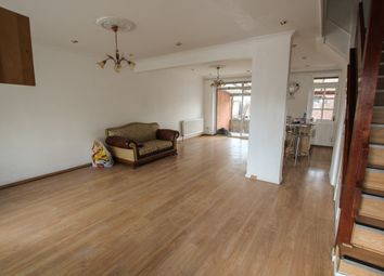 Thumbnail 4 bed flat to rent in Bullsmoor Lane, Enfield
