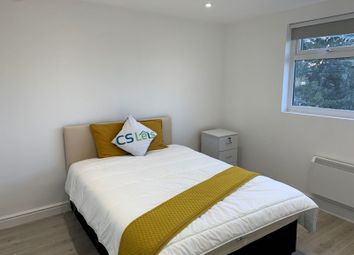 2 bed shared accommodation to rent in Chigwell Road, Woodford E18