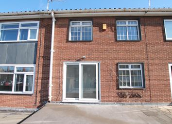 Thumbnail 2 bed flat to rent in King Street, Cottingham