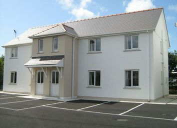 2 bed flat to rent in Hall Park Close, Haverfordwest SA61