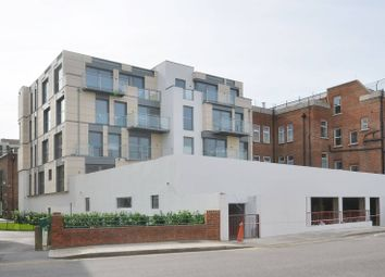 Thumbnail 3 bedroom flat to rent in Mintern Street, Hoxton