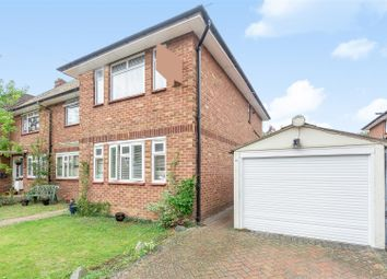Collier Close, West Ewell, Epsom KT19. 2 bed maisonette
