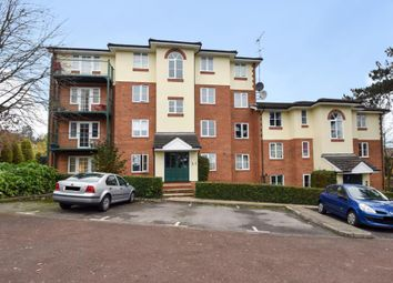 Thumbnail 2 bed flat to rent in Queen Alexandra Road, High Wycombe