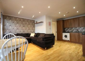 3 bed flat to rent in Redfern Road, London NW10