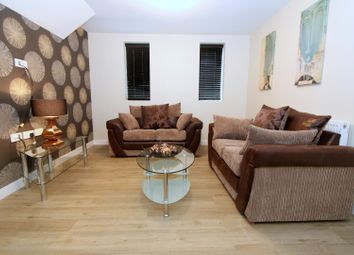 Thumbnail 5 bed flat to rent in Flat 4, 14 Kelso Road, Hyde Park