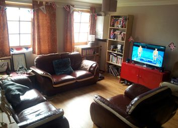 Thumbnail 3 bed flat to rent in Hoxton Street, London
