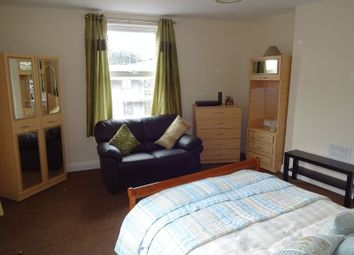 Thumbnail 3 bed flat to rent in Albert Grove, Nottingham