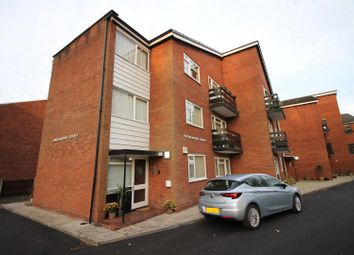 2 bed flat to rent in Derby Road, Urmston, Manchester M41