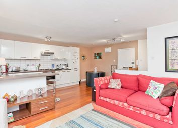 Thumbnail 2 bed flat to rent in Henley Road, Brighton