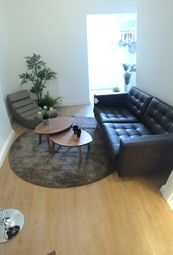 Thumbnail 1 bed flat to rent in Parkhurst Road, Islington