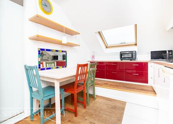 Thumbnail 2 bed flat to rent in Dollis Rd, Finchley, London