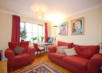 2 bed flat to rent in Park Road, London N8