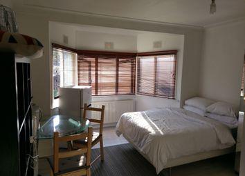 Thumbnail Studio to rent in Foscote Road, Hendon, London