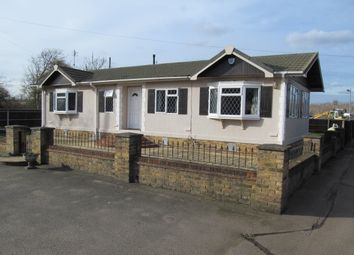 Thumbnail 2 bedroom mobile/park home for sale in Unsited Park Home (Ref 5536), Iver, Buckinghamshire