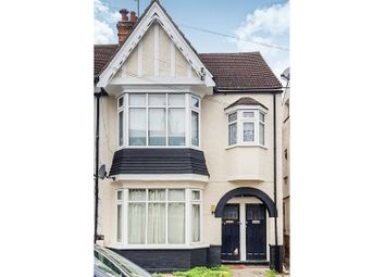 Thumbnail 2 bed flat for sale in Oakleigh Park Drive, Leigh-On-Sea