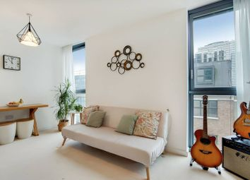 Thumbnail 1 bed flat for sale in City Road, Angel, London