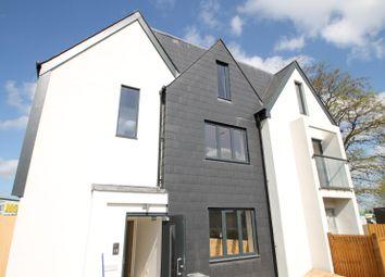 Thumbnail 3 bedroom flat to rent in Stafford Road, Waddon, Croydon