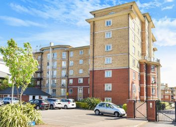 Thumbnail 3 bed flat to rent in Glebelands Close, London