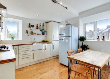 Caledonian Road, London N7. 2 bed flat for sale
