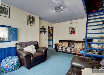 Garden Close, Northolt UB5. 2 bed maisonette