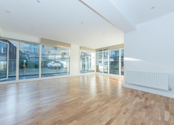 Thumbnail 2 bed flat to rent in Grange Road, London SE1,