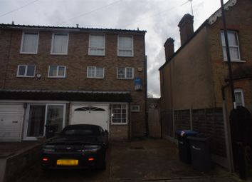 Thumbnail 4 bedroom town house to rent in Holly Road, Enfield