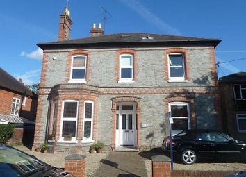 Thumbnail 1 bed flat to rent in Hamilton Road, Reading