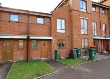 3 bed property to rent in Commonwealth Drive, Crawley RH10