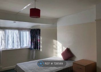 Room to rent in Gunnersbury Avenue, London W3
