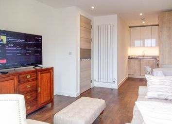 Thumbnail 1 bed flat to rent in Whiting Way, Surrey Quays