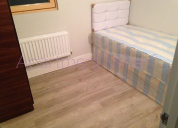 Room to rent in Torquay Court, St. Ives Place, Poplar E14