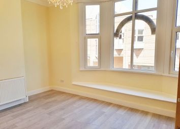 1 bed flat to rent in Station Road, Redhill RH1