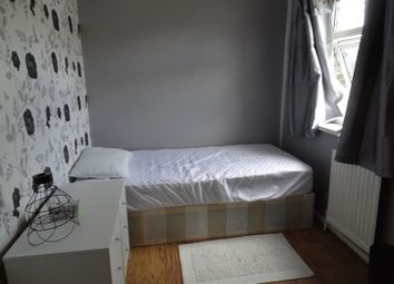 Thumbnail 1 bed property to rent in Barton Walk, Crawley