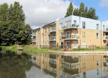 Thumbnail 2 bed flat for sale in 10 Basildon Court, Croxley Road, Hemel Hempstead