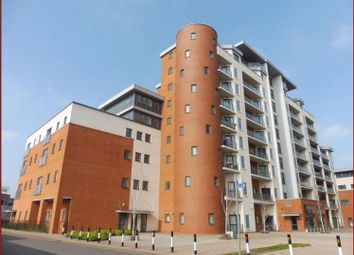 Thumbnail 2 bed flat to rent in Grays Place, Slough