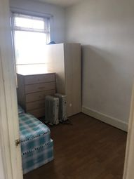 Thumbnail 2 bedroom flat to rent in Aukland Road, Ilford