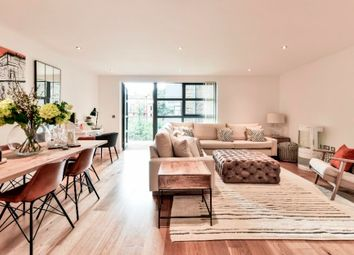Thumbnail 1 bedroom flat for sale in Pages Walk, London