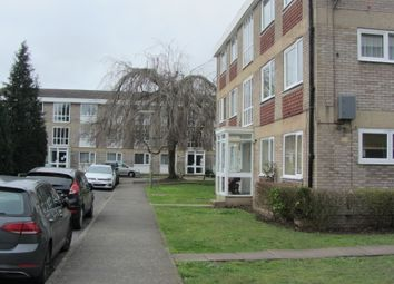 2 bed flat to rent in Cabbell Place, Addlestone KT15