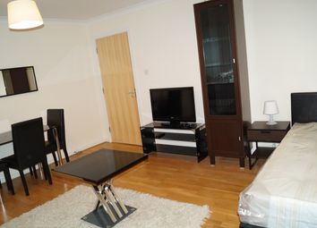 Thumbnail Room to rent in Boardwalk Place, Canary Wharf, London E14,
