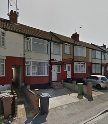 Thumbnail 3 bed terraced house to rent in Runfold Avenue, Luton