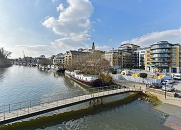 Thumbnail 2 bedroom flat for sale in Kew Bridge Road, Brentford