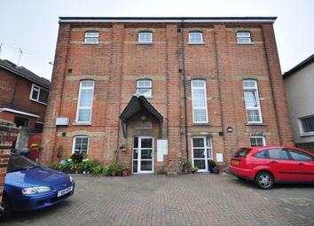 Thumbnail 1 bed flat to rent in Daniel Street, Ryde