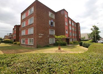 Thumbnail 2 bedroom flat to rent in Victoria Road, Gidea Park, Romford