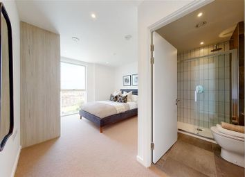 31 Waterline Way, London SE8. 3 bed flat