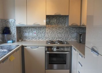 Thumbnail 2 bedroom flat to rent in Meadow Way, Caversham, Reading