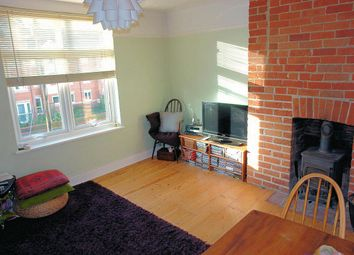Thumbnail 2 bedroom flat to rent in Buckingham Road, Aylesbury