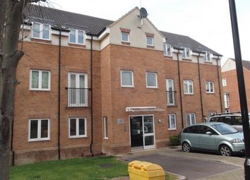 2 bed flat to rent in Chaucer Grove, Borehamwood WD6