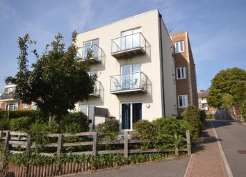 Green Lane, Chessington, Surrey. KT9. 2 bed flat